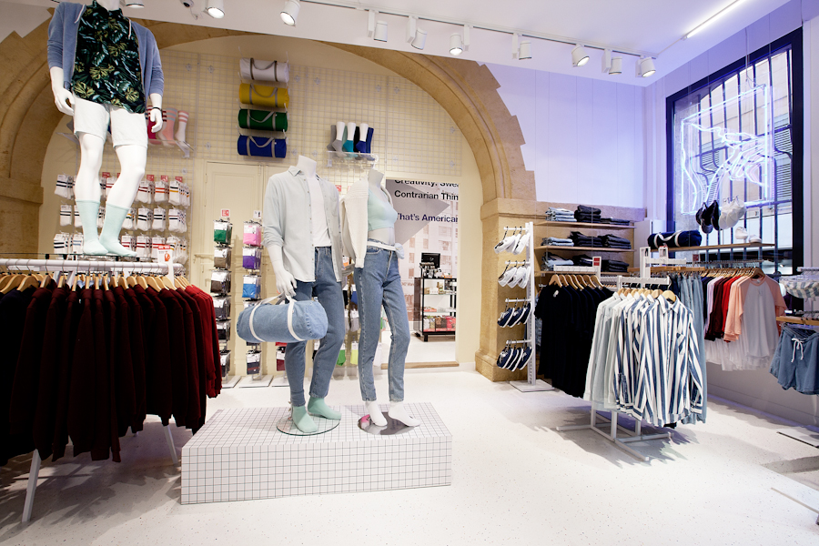 aldo_paredes_american_apparel_aix_en_provence_boutique_hd-10