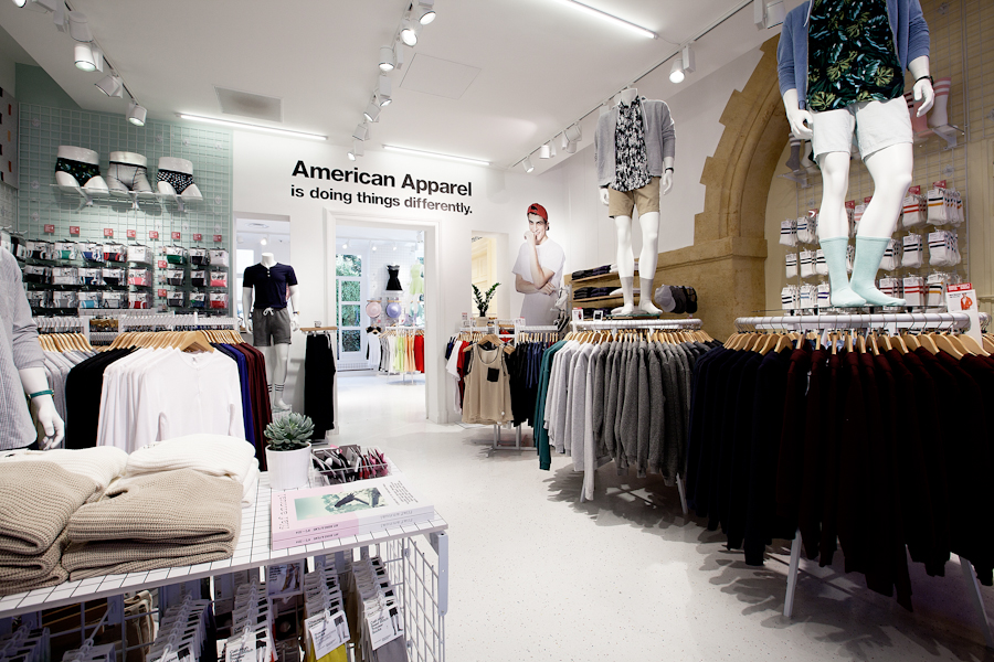 aldo_paredes_american_apparel_aix_en_provence_boutique_hd-12