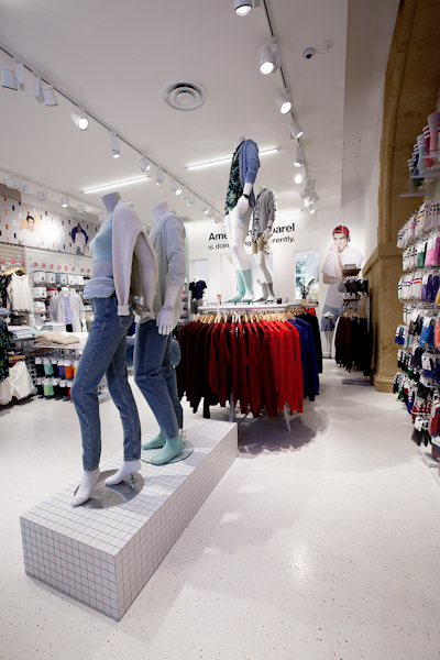 aldo_paredes_american_apparel_aix_en_provence_boutique_hd-15
