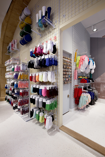aldo_paredes_american_apparel_aix_en_provence_boutique_hd-16