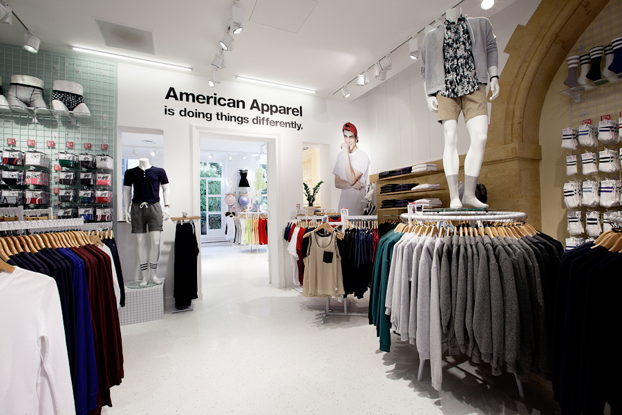 aldo_paredes_american_apparel_aix_en_provence_boutique_hd-21