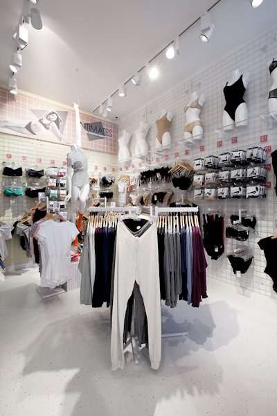 aldo_paredes_american_apparel_aix_en_provence_boutique_hd-46