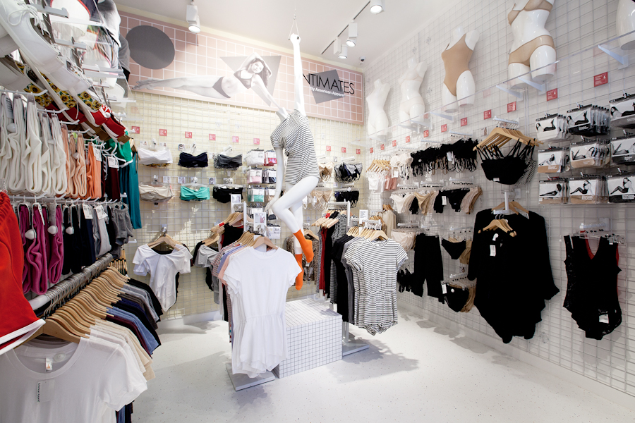 aldo_paredes_american_apparel_aix_en_provence_boutique_hd-48