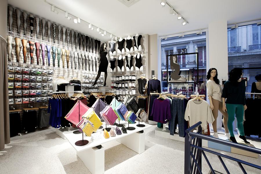 aldo_paredes_for_american_apparel_shop_bd-12