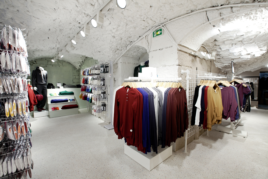 aldo_paredes_for_american_apparel_shop_bd-35