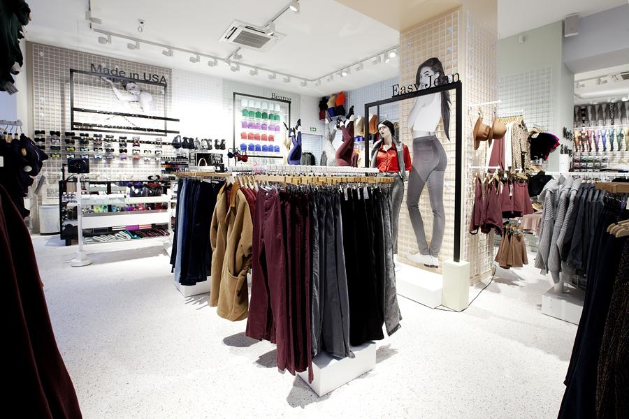 aldo_paredes_for_american_apparel_shop_bd-5