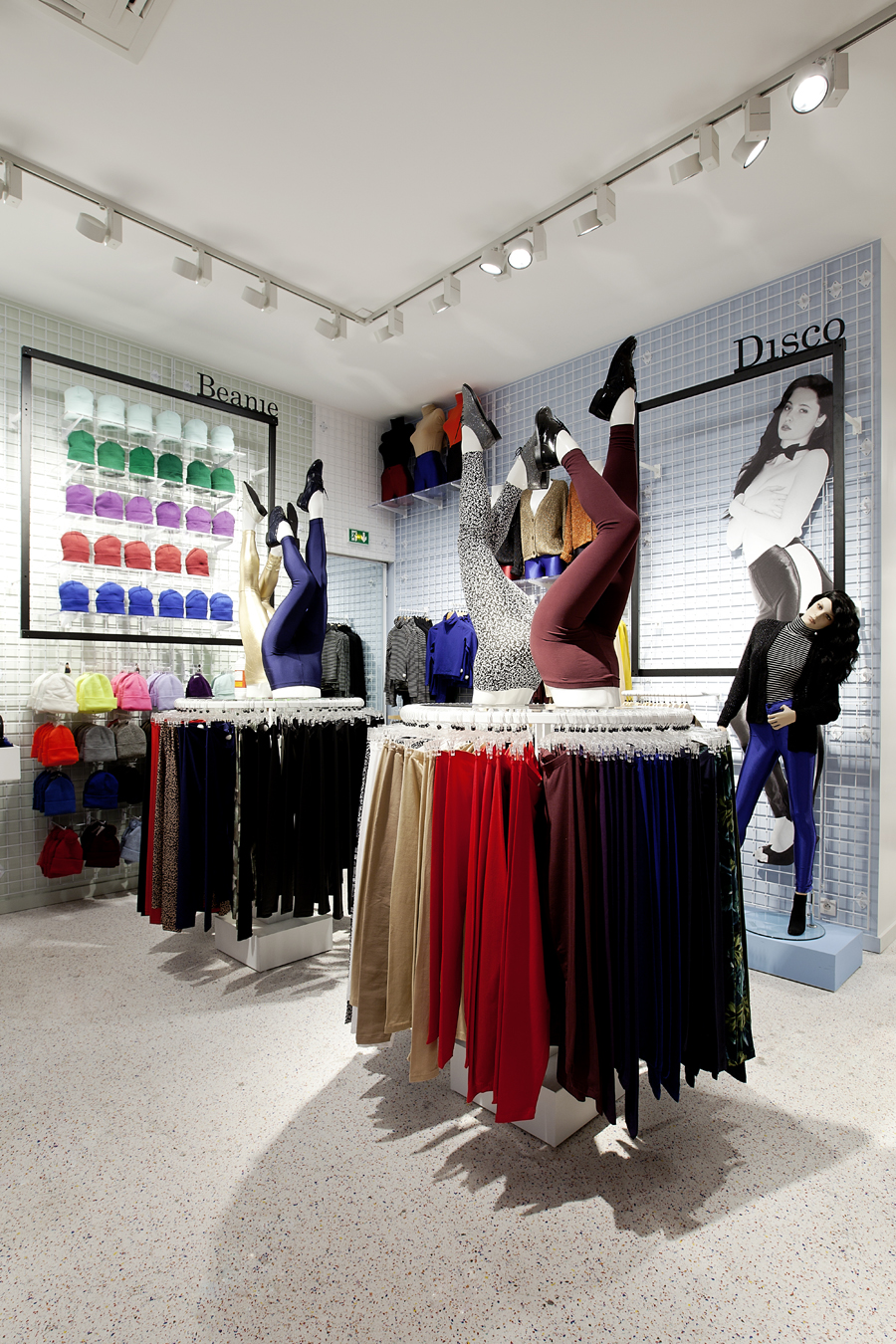 aldo_paredes_for_american_apparel_shop_bd-6