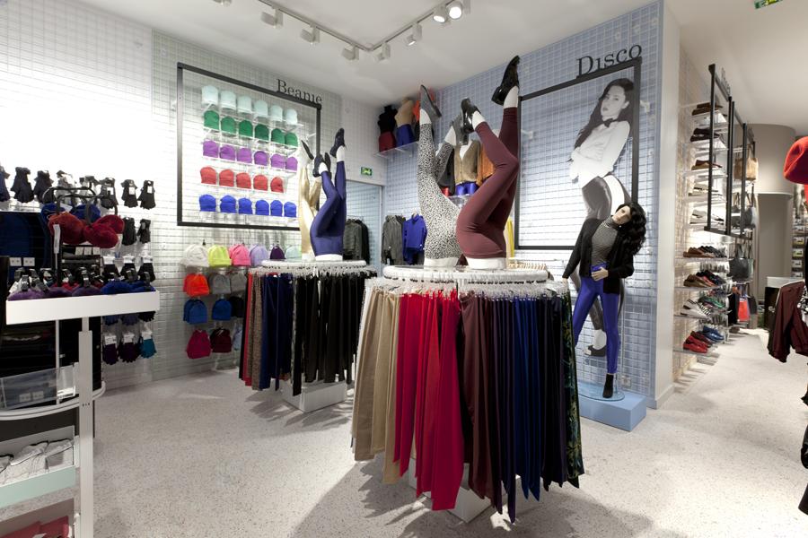 aldo_paredes_for_american_apparel_shop_bd-9