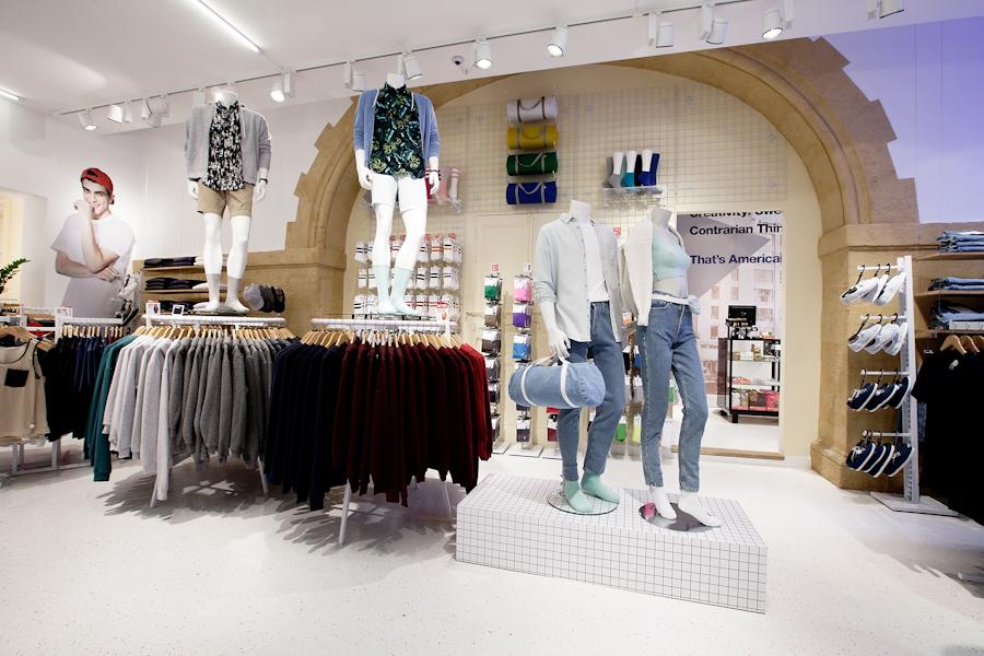 aldo_paredes_american_apparel_aix_en_provence_boutique_hd-11