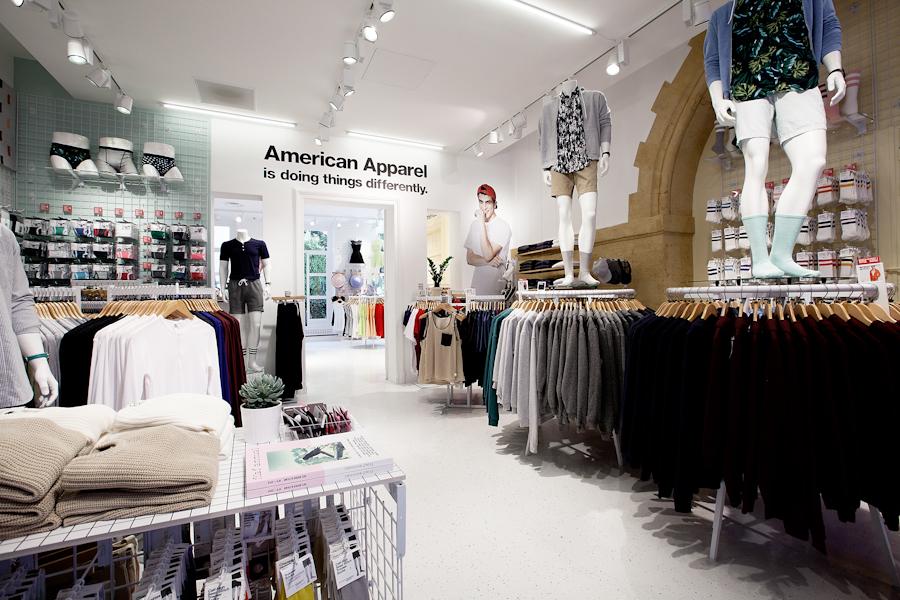 aldo_paredes_american_apparel_aix_en_provence_boutique_hd-12