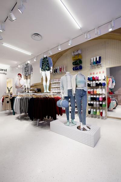 aldo_paredes_american_apparel_aix_en_provence_boutique_hd-14