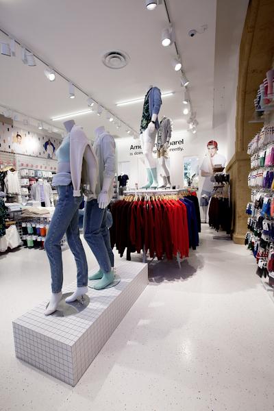 aldo_paredes_american_apparel_aix_en_provence_boutique_hd-15
