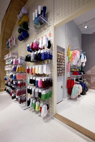 aldo_paredes_american_apparel_aix_en_provence_boutique_hd-16