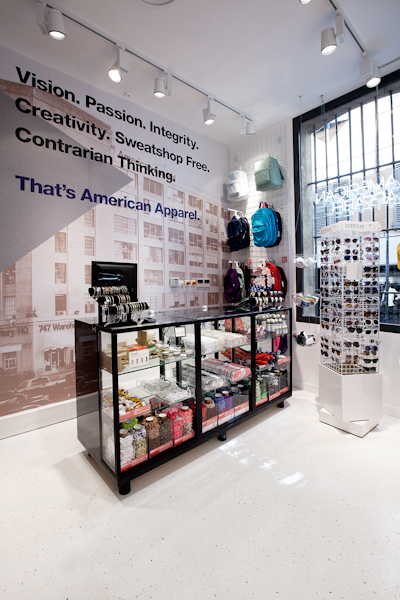 aldo_paredes_american_apparel_aix_en_provence_boutique_hd-17