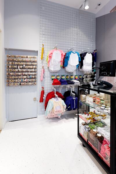 aldo_paredes_american_apparel_aix_en_provence_boutique_hd-18