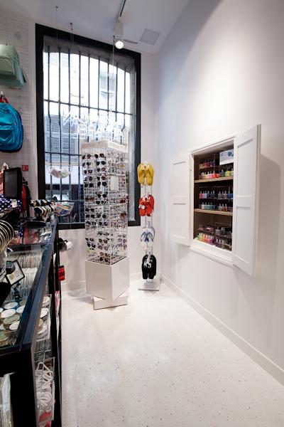 aldo_paredes_american_apparel_aix_en_provence_boutique_hd-19