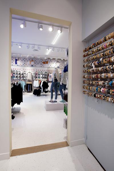 aldo_paredes_american_apparel_aix_en_provence_boutique_hd-20