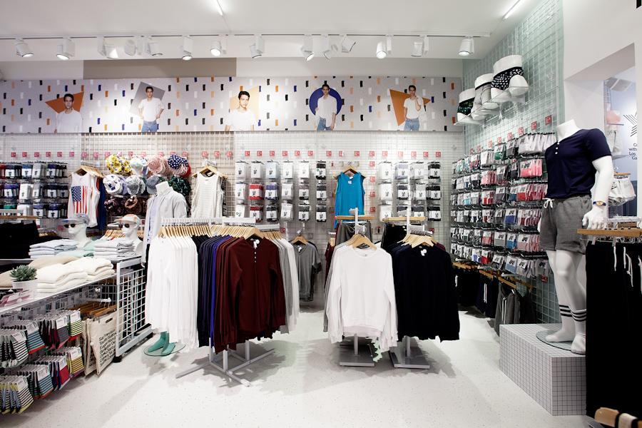 aldo_paredes_american_apparel_aix_en_provence_boutique_hd-23