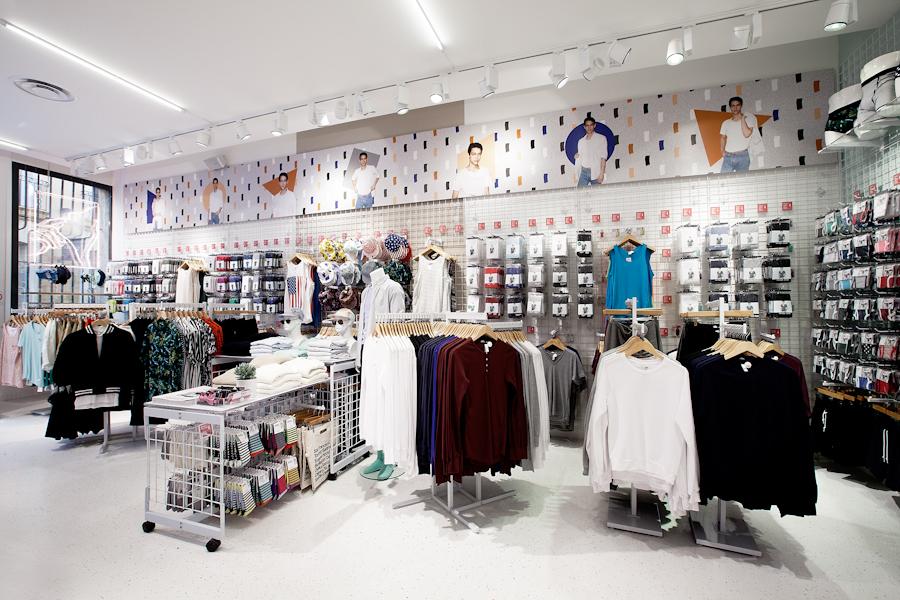 aldo_paredes_american_apparel_aix_en_provence_boutique_hd-24