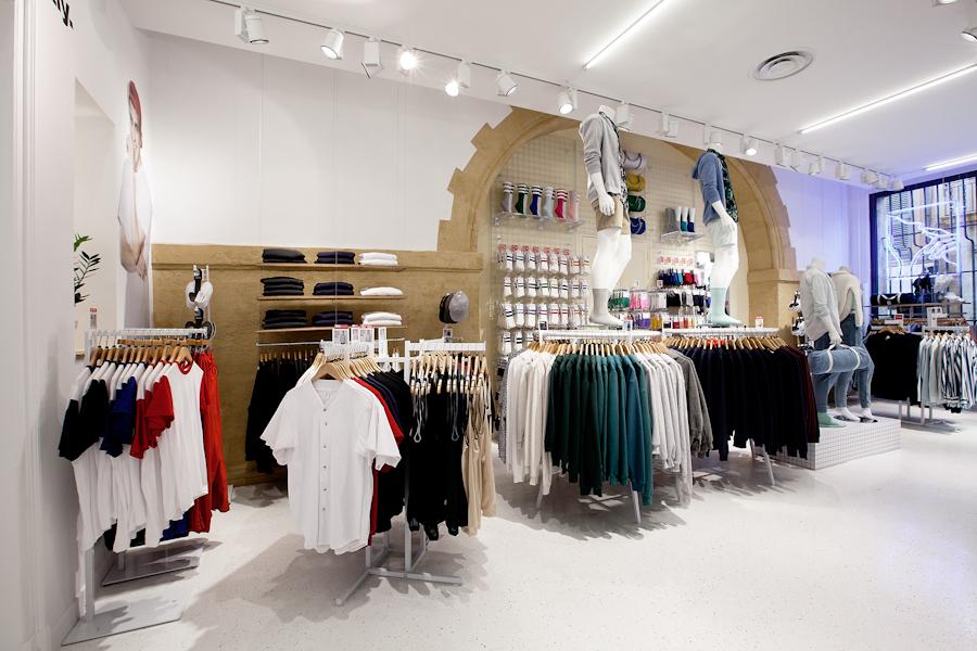 aldo_paredes_american_apparel_aix_en_provence_boutique_hd-25