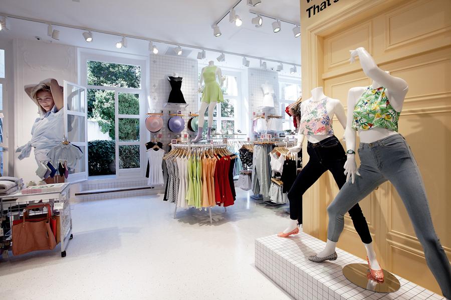 aldo_paredes_american_apparel_aix_en_provence_boutique_hd-27