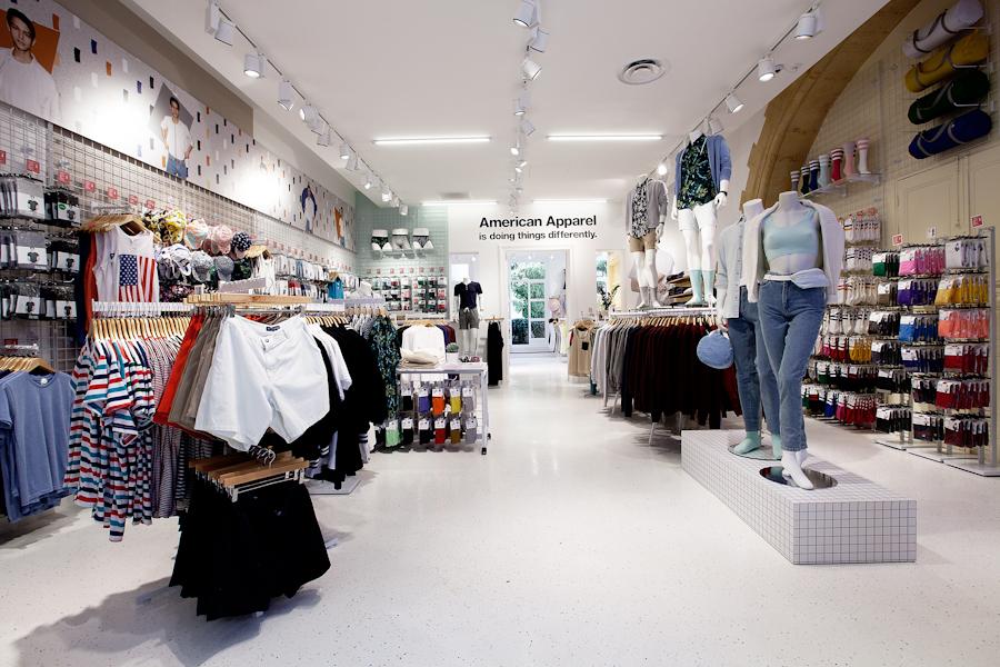 aldo_paredes_american_apparel_aix_en_provence_boutique_hd-3