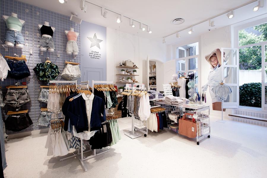 aldo_paredes_american_apparel_aix_en_provence_boutique_hd-30