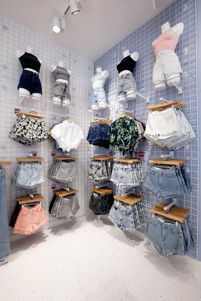 aldo_paredes_american_apparel_aix_en_provence_boutique_hd-32