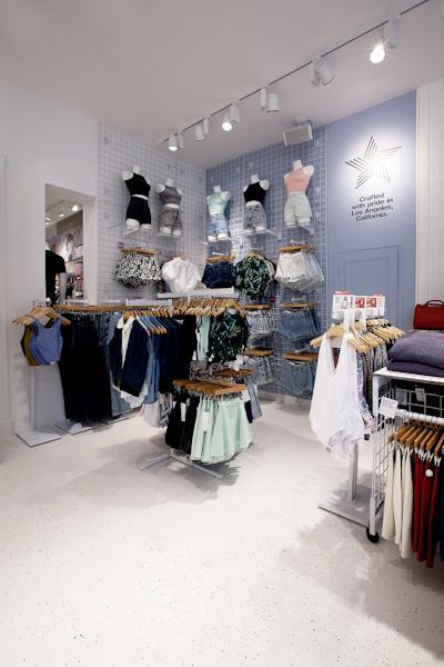 aldo_paredes_american_apparel_aix_en_provence_boutique_hd-33