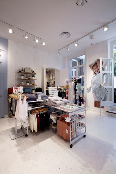 aldo_paredes_american_apparel_aix_en_provence_boutique_hd-34