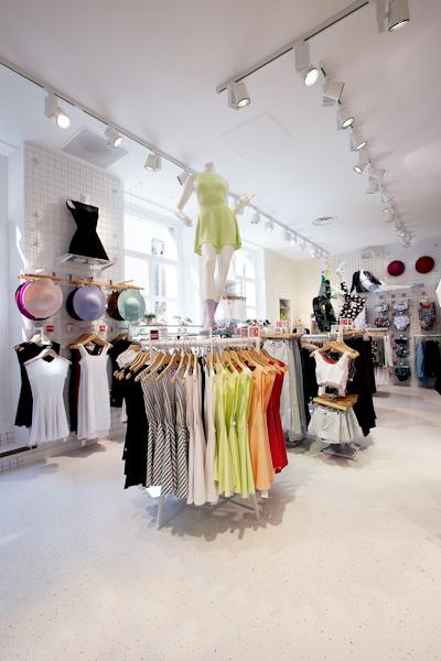 aldo_paredes_american_apparel_aix_en_provence_boutique_hd-35