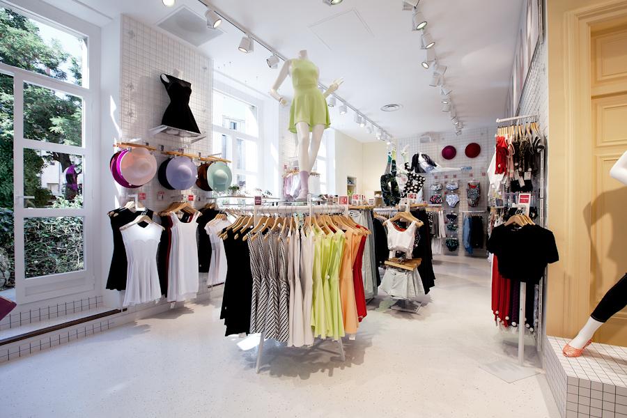 aldo_paredes_american_apparel_aix_en_provence_boutique_hd-36
