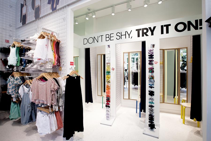 aldo_paredes_american_apparel_aix_en_provence_boutique_hd-39
