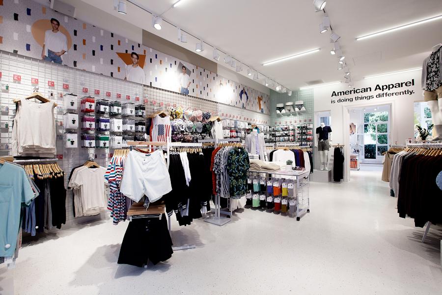 aldo_paredes_american_apparel_aix_en_provence_boutique_hd-4