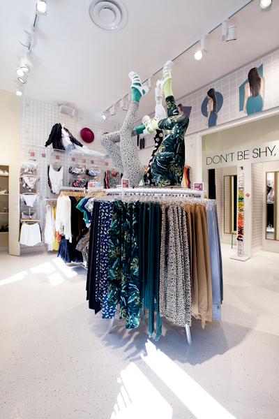 aldo_paredes_american_apparel_aix_en_provence_boutique_hd-40