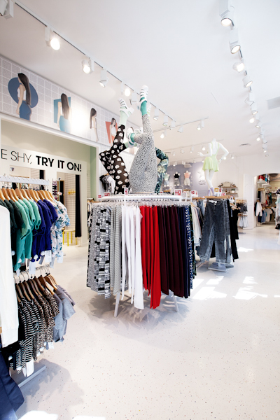 aldo_paredes_american_apparel_aix_en_provence_boutique_hd-41