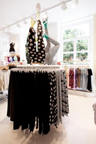 aldo_paredes_american_apparel_aix_en_provence_boutique_hd-42