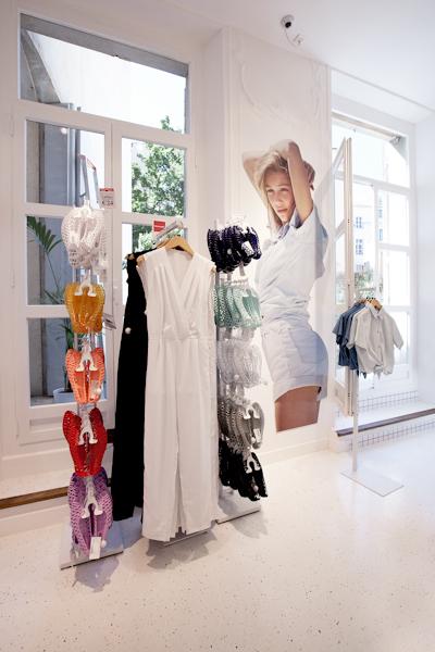 aldo_paredes_american_apparel_aix_en_provence_boutique_hd-43