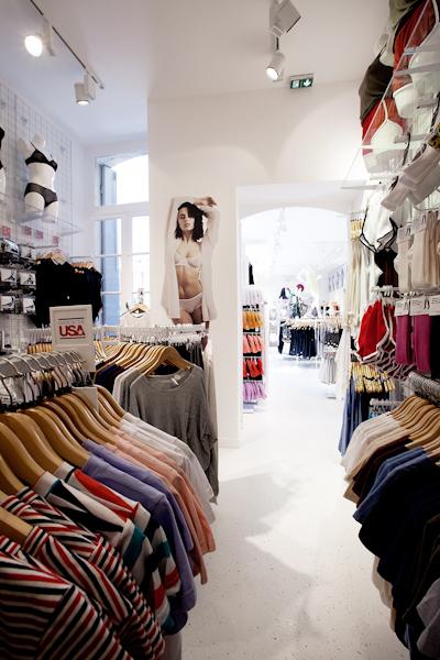 aldo_paredes_american_apparel_aix_en_provence_boutique_hd-45