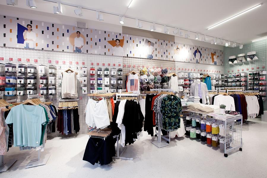 aldo_paredes_american_apparel_aix_en_provence_boutique_hd-6
