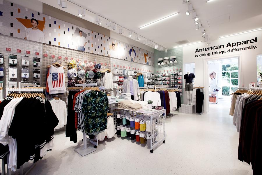 aldo_paredes_american_apparel_aix_en_provence_boutique_hd-8