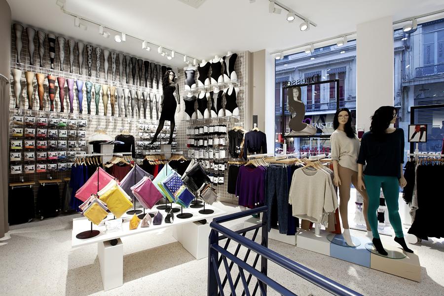 aldo_paredes_for_american_apparel_shop_bd-15