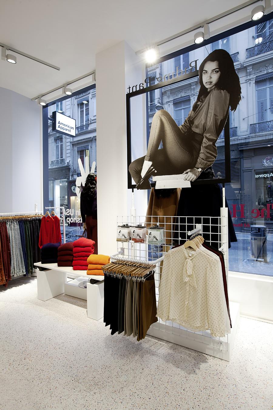 aldo_paredes_for_american_apparel_shop_bd-21