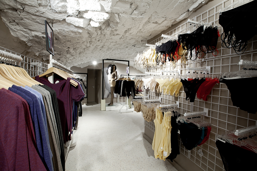 aldo_paredes_for_american_apparel_shop_bd-40