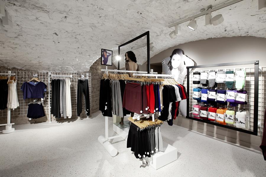 aldo_paredes_for_american_apparel_shop_bd-45