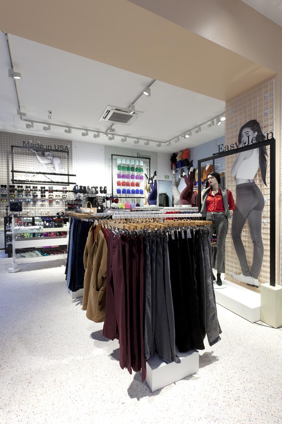 aldo_paredes_for_american_apparel_shop_bd-8